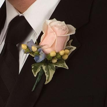 Boutonniere, Peachy rose with hypericum
